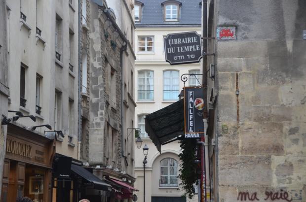 Invader artwork dans le Marais2